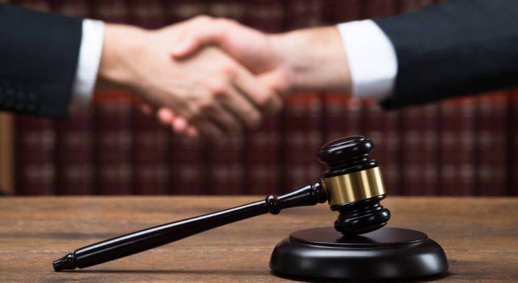 abrir-um-escritorio-de-advocacia-ou-advogar-para-os-outros-750x410
